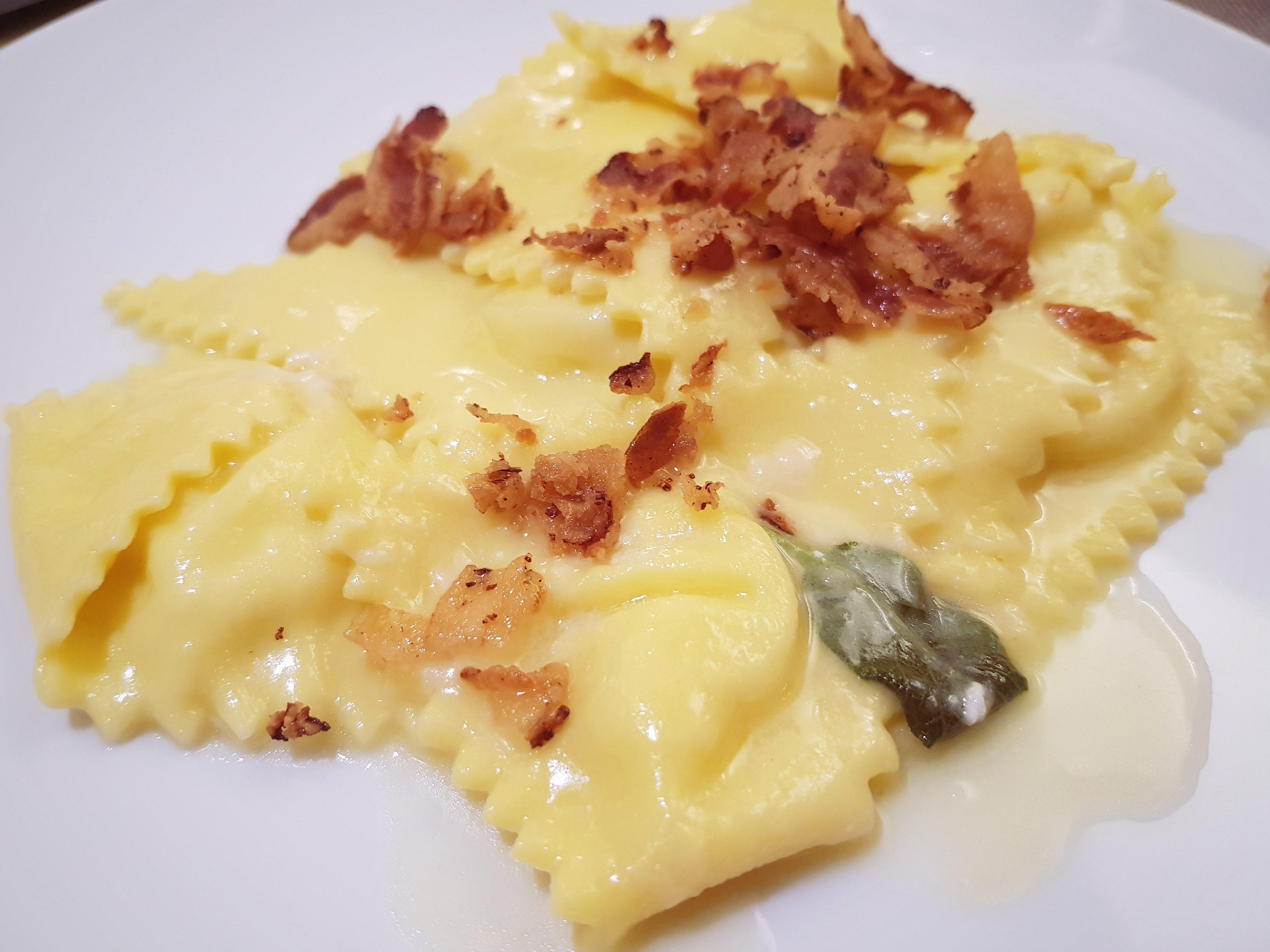 Ricetta Ravioli Patate.Ravioli Ripieni Di Patate Con Pancetta Croccante Romagnoli F Lli Spa